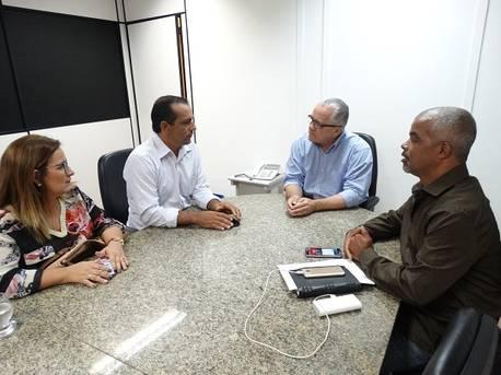 Josias Gomes recebe em audiência lideranças do município de Tanhaçu
