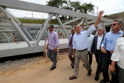 Rui Costa visita as obras da Linha Azul e inaugura a Praça Vila Nova de Pituaçu