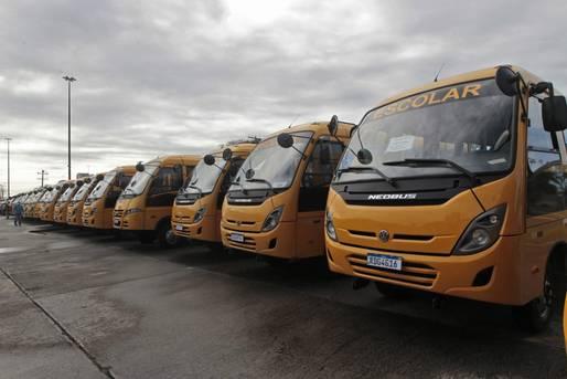 Governo entrega ônibus escolares para 43 municípios baianos