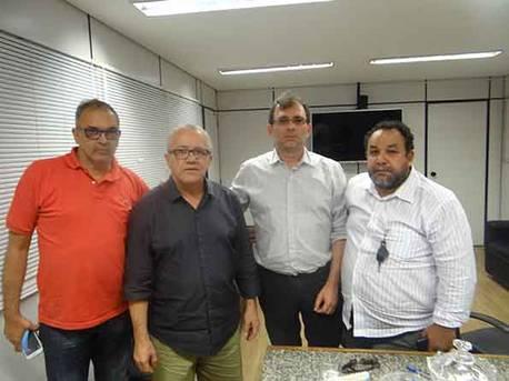 Prefeito de Rio de Contas agradece por quadra j� licitada e pede ponte sobre o rio Brumado