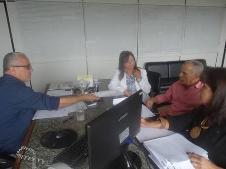 Prefeito de S�o Felipe pede reforma de hospital e recupera��o de 18 km de estrada
