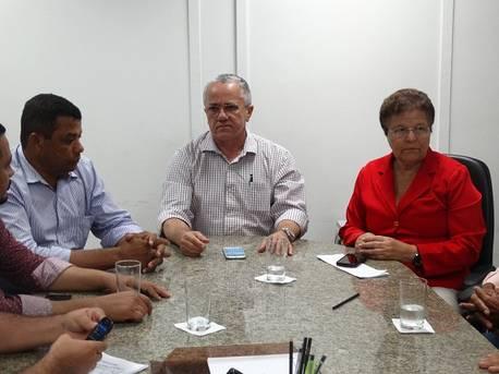 Prefeito de Iti�ba quer recursos para a pavimenta��o de estrada, nova ponte, e conclus�o de quatro escolas