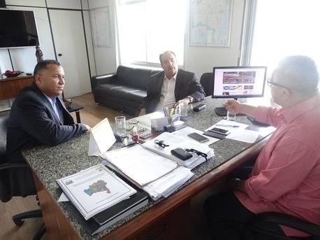 Josias Gomes recebe o prefeito eleito de Santana