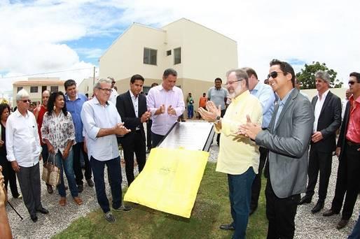 Teixeira de Freitas: Governador entrega chave da casa pr�pria para mais 460 fam�lias
