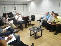 Vereadores de Queimadas pedem apoio de Josias Gomes para obras de eletrifica��o rural