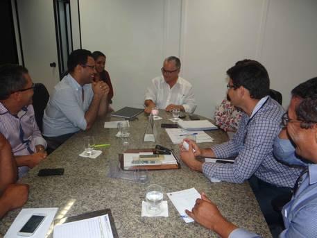 Prefeito de Araci pede asfaltamento de ruas e rede de �gua