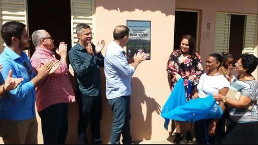 Conceição da Feira: Josias Gomes e prefeito Pompílio inauguram 50 casas populares e USF no Bairro Pinheiro